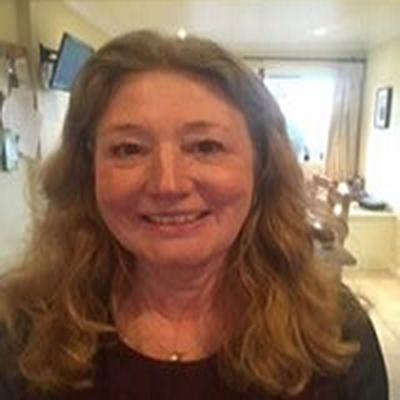 Dr Elaine Lewis